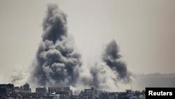 Israel melancarkan serangan balasan atas wilayah Gaza setelah tembakan roket Hamas, Minggu (27/7).