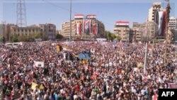 Masovne demonstracije u znak podrške sirijskom predsedniku Bašaru al-Asadu održane su u sredu u severnom gradu Alepu