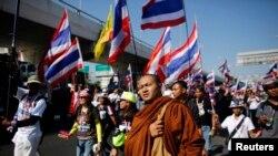 Người biểu tình chống chính phủ tuần hành ở trung tâm thủ đô Bangkok, ngày 13/1/2014.