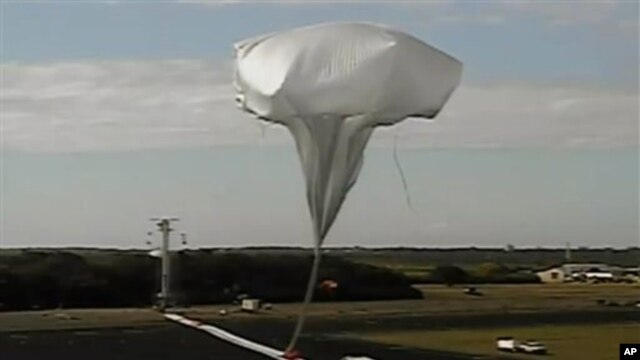 High-altitude balloon carrying saucer-shaped vehicle for NASA is launched to test technology that could be used to land on Mars, Kauai, Hawaii, June 28, 2014.