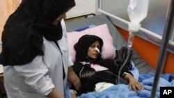 巴士拉爆炸案傷者在醫院接受治療。