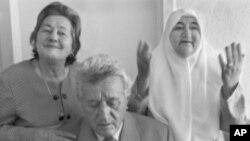 卡扎兹一家曾保护过一个犹太家庭,使其逃脱了纳粹的搜捕