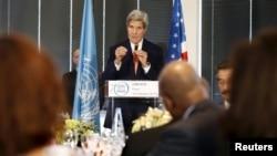 Državni sekretar Džon Keri u sedištu UNESCO-a u Parizu, 18. oktobar, 2015.