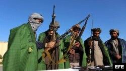 عکس آرشیف، مراسم تسلیم شدن تندروان در ولایت هرات