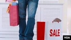 Más hombres que mujeres dijeron que esperarán hasta el día antes para ir a las tiendas a comprar regalos.