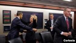 Photo d'archives : le président américain Barack Obama et l'ex-secrétaire d'Etat et actuelle candidate aux primaires des Démocrates, Hillary Clinton.