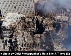 ВТЦ-6 после атаки. Фото: U.S. Navy photo by Chief Photographer's Mate Eric J. Tilford