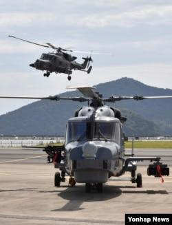 한국 해군이 7개월간의 전력화 과정을 마친 AW-159(와일드캣) 신형 해상작전헬기 4대를 작전 배치했다고 1일 밝혔다. 사진은 지난해 6월 해군에 인도 당시 시연한 AW-159.