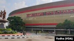 Stadion Manahan Solo, Jumat (24/1), yang akan menjadi salah satu dari 6 stadion utama di Indonesia di Piala Dunia U-20 tahun 2021 mendatang. (Foto: VOA/Yudha)