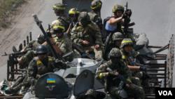 Pasukan Ukraina siaga di Ukraina timur (foto: dok).