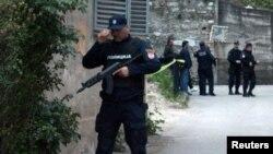 Cảnh sát tại hiện trường vụ tấn công ở thị trấn Zvornik, Bosnia.