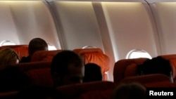 Kursi kosong di sudut pesawat menuju Kuba ini diperkirakan telah dipesan untuk mantan pegawai kontrak badan intellijen Amerika, Edward Snowden (24/6). Pesawat ini dilaporkan telah meninggalkan bandara Sheremetyevo, Moskow tanpa Snowden.