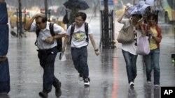 蘇拉颱風吹襲台灣