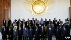 Các lãnh đạo Châu Phi chụp hình lưu niệm với Tổng thư ký LHQ Ban Ki-moon tại phiên khai mạc Hội nghị thượng đỉnh AU tại Addis Ababa, Ethiopia, ngày 29/1/2012