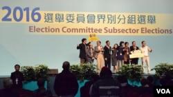 香港民主派在特首選委會選舉取得325席 (VOA 湯惠芸攝)