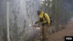 El departamento de bomberos de Guadalupe, en Arizona, reciben el apoyo de bomberos de otras partes de Estados Unidos que llegan para ayudar.