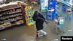 2013年9月21日,内罗毕一个商厦的录像显示枪手的袭击行动。