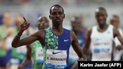Le Kenyan Elijah Motonei Manangoi célèbre sa victoire au 1500m masculin lors de la Diamond League, à Doha, Qatar, le 3 mai 2019.