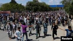 Warga etnis minoritas Hazara melakukan protes di Kabul, Afghanistan (16/5) atas mimimnya upaya pemerintah menangani berbagai penculikan (foto: dok).
