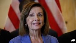 La presidente de la Cámara de Representantes de EE.UU., Nancy Pelosi, de visita en Miami, Florida, se reúne con la diáspora venezolana en esa ciudad, el jueves 3 de octubre de 2019.