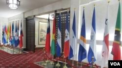 台灣外交部大廳展示的邦交國國旗。