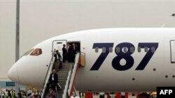 Con 179 pasajeros y nueve miembros de la tripulación a bordo, la aeronave aterrizó sin problemas en el aeropuerto de Bangor (Maine) hacía el mediodía.