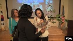 Korean/American artist Aimee Lee explains the role of trees in making Hanji. (June Soh/VOA)