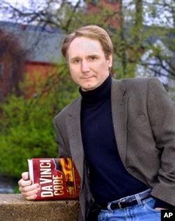 دن براون، نویسنده رمز داوینچی با اثر جدیدی به نام منشأ بازگشته است