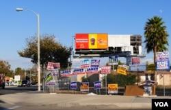 競選宣傳海報牆(美國之音國符拍攝)