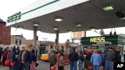 Một trạm xăng ở Brooklyn, New York của công ty năng lượng Hess, 2/11/2012. (AP Photo/David Caruso)