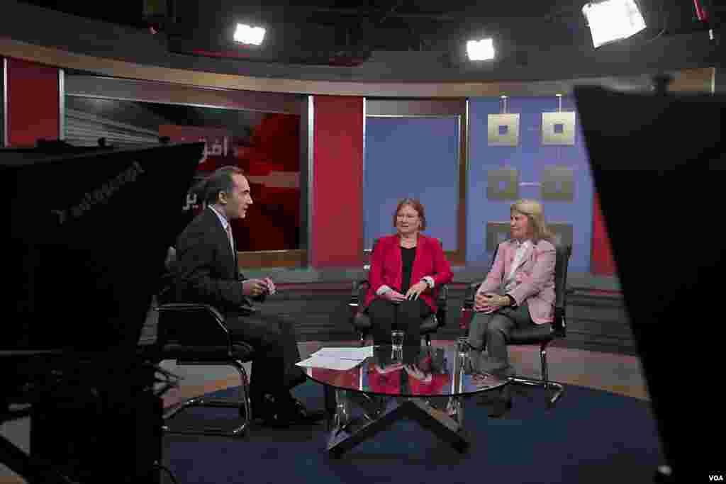 «آماندا بنت» رئیس کل صدای آمریکا می گوید دیگر خبر از یکجا نمیآید که محدودیت دولتها مشکل ساز شود. ویدئوی کامل برنامه افق نو با موضوع «روز جهانی تلویزیون و بررسی نقش آن در قرن بیست و یکم» را اینجا و نسخه وب و گزارش این برنامه را اینجا ببینید