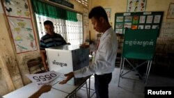 Election workers assemble a polling booth inside a classroom at a school in Phnom Penh, Cambodia, July 28, 2018. Cambodians head to the polls Sunday.