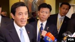 馬英九向在場記者提及台灣對外關係(美國之音包小祥拍攝)