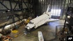 Tàu con thoi Discovery tại Trung tâm Không gian Kennedy của NASA ở bang Florida, ngày 5/4/2012