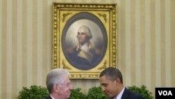 Presiden Barack Obama (kanan) menerima kunjungan PM Italia Mario Monti di Gedung Putih hari Kamis (9/2).