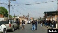 """La policía tenía el paso prohibido a la """"zona de paz"""" ubicada en el barrio San Vicente."""