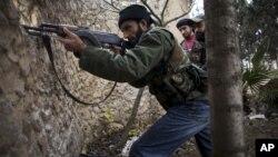 Los rebeldes sirios han capturado al menos media docena de bases militares del régimen en las últimas dos semanas.