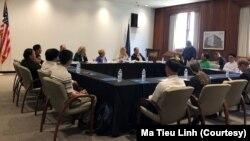 Các nhà hoạt động từ Việt Nam tham dự một buổi họi với Ủy hội Hoa Kỳ về Tự do Tôn giáo Quốc tế, ở Washington, ngày 9 tháng 7, 2019.
