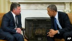 지난해 2월 워싱턴을 방문한 압둘라 요르단 국왕(왼쪽)이 바락 오바마 미국 대통령과 백악관에서 담화하고 있다.