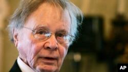 """Wallace Smith Broecker, profesor ilmu Bumi dan Lingkungan Hidup dari Universitas Columbia, pencetus istilah """"pemanasan global"""" saat menerima penghargaan Balzan di Roma, 21 November 2008. Broecker tutup usia dalam usia 87 tahun di New York, Senin, 18 February 2019."""