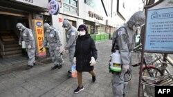 کرونا وائرس سے امریکہ میں مزید ایک ہلاکت کے بعد مرنے والوں کی تعداد 12 ہو گئی۔