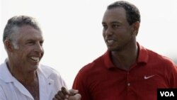 Tiger Woods with his caddie Steve Williams