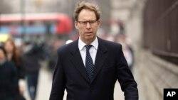 Menteri Pertahanan Inggris, Tobias Ellwood