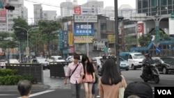 周二,雨过天晴,台北行人大街漫步