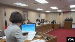 台灣立法院外交及國防委員會11月22號質詢情形。(美國之音張永泰拍攝)