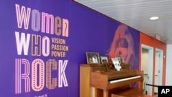 تصویری از اولین پیانوی لیدی گاگا در موزه تالار مشاهیر راک اند رول