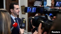 지난 9일 시리아 다마스쿠스에서 바샤르 알 아사드 시리아 대통령이 프랑스 기자들의 질문에 답하고 있다.
