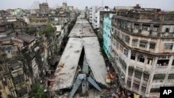 인도 콜커타 시 고가도로 붕괴 현장