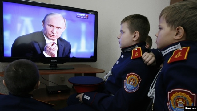 Cadets watch Russian President Vladimir Putin's annual news conference on television, Rostov-on-Don, Dec. 20, 2012.