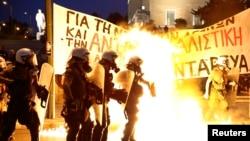 希臘國會通過實施緊縮措施後街上爆發示威衝突
